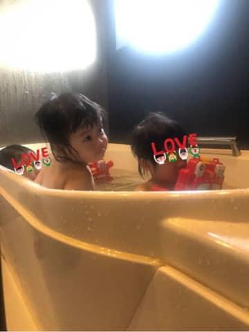 """大渕愛子弁護士、お風呂場で""""水鉄砲合戦""""する子ども達「有り余るエネルギー」"""