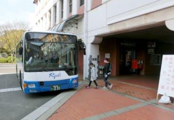 倉敷市が市役所から美観地区を走らせた無料シャトルバス=2017年4月