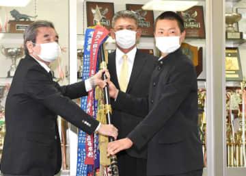 習志野 センバツ準優勝旗返還式 主将・角田「甲子園を目指して頑張っていきたい」