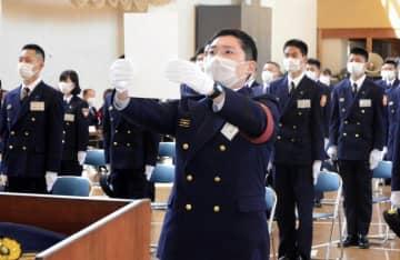 マスクを着用するなどして実施された県消防学校の入校式=6日午前、松山市勝岡町