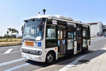 自動運転バスの実証実験に使用される車両