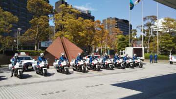 白バイ隊もマスク着用で出発(神戸市中央区の兵庫県警・本部)