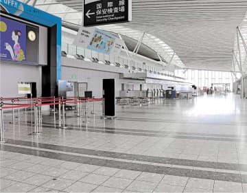 国際線の運休が続き、人けがない仙台空港の国際線出発ロビー=6日午後0時25分ごろ