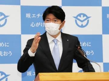 定例会見で新型コロナウイルスの感染拡大防止への対応について話す伊原木知事