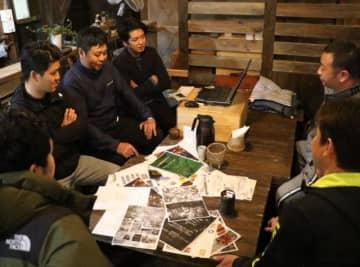 綾照葉樹林マラソン復活を目指しアイデアを出し合う綾町の実行委員会メンバー