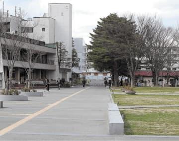 授業開始の延期や部活など課外活動禁止の影響により、閑散とした雰囲気の大学構内=7日、仙台市青葉区の東北大川内キャンパス