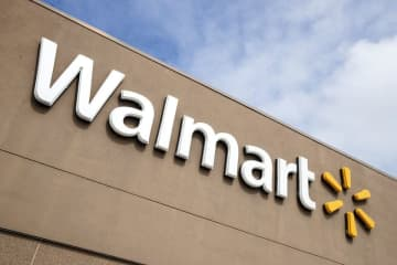 It's unclear if Walmart's Garfield store is closing due to a case of the coronavirus. (Matt Rourke/)