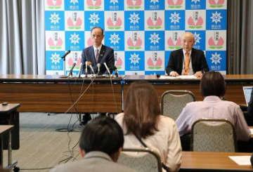新型コロナウイルスに感染した患者について説明する大森市長