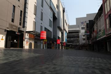 Usually bustling, Siam Square remains vacant. The JSCCIB expects the economy to enter recession.Arnun Chonmahatrakool