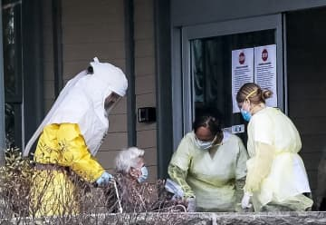 Elderly patients arrive at CareOne at Hanover in Whippany during coronavirus pandemic. (George McNish   For NJ Advance Media/)