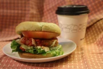 """ハンバーガー業界で進む""""植物由来""""化とモス、グリーンバーガーの挑戦"""