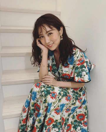石川恋、笑顔の花柄ワンピース姿にファン「綺麗だわ!!」
