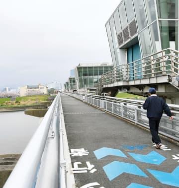 改修され新たに開通した相模大堰管理橋