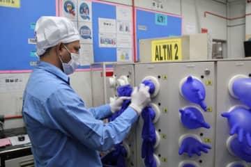 マレーシア、手袋メーカーなどが医療用品を優先的に生産