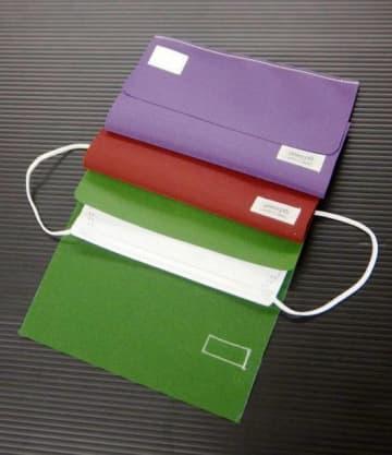 マスクの入れ物「真救キーパー」。紫、赤、緑など7色をそろえた
