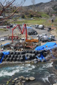 台風19号12日で半年 堤防の復旧本格化 水郡線の鉄橋 橋脚基礎構築進む