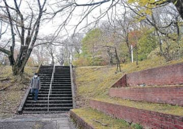 倶利伽羅峠の景観整備 小矢部市 階段補修、花壇に植栽