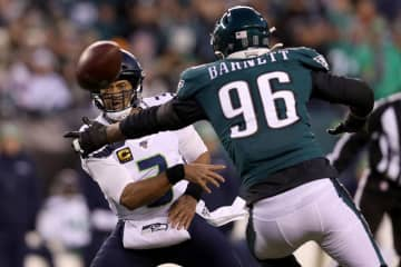 Eagles exercise fifth-year option for Derek Barnett