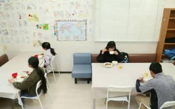 笑顔減る子ども食堂 間隔空け、向き合わぬ席【大分県】