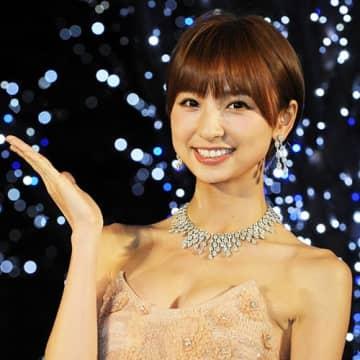 """篠田麻里子が""""こじはる""""にマウント? 結婚発言が「上からマリコ」"""