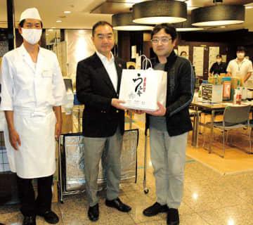 <新型コロナ>医療従事者らにうなぎ弁当 大宮区の川魚料理店、軽症患者らが療養のホテルに差し入れ