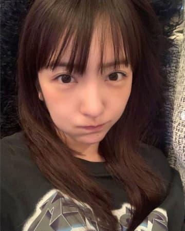 板野友美、前髪セルフカット報告も大反響「切るの上手!そして可愛い!」