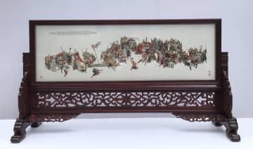 中国の刺しゅう作家、3年半をかけ水滸伝の108人の豪傑を描く