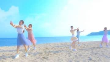 """小倉唯、沖縄で撮影した新SG「ハピネス*センセーション」MV写公開!""""女子旅""""シーンも"""