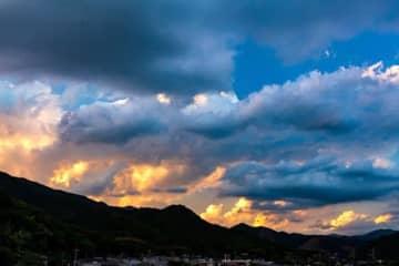 最高気温が全国で一位になった日、夕日に染まる積乱雲、2020年5月