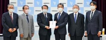 県医師会に1億円 沖縄電力「しっかり支える」