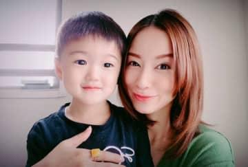 鈴木亜美が息子と一緒にピコ太郎の『Hoppin' Flappin'』を踊ってみた! ハードすぎるダンスに「結構疲れます」
