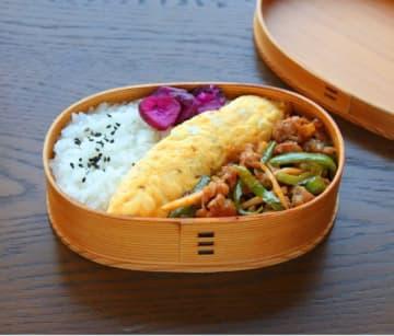 ご飯がすすむ!「豚こまチンジャオロース」「ごま風味オムレツ」2品弁当