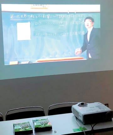 さいたま市のデジタル授業で利用される動画。1時限40分のうち、約15分の動画を視聴してからプリントを書くなどして勉強する