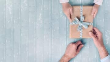 母の日と父の日、今年のプレゼント予算や実態は?そもそも贈らないという選択も