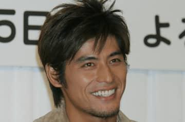 坂口憲二、久しぶりの自撮りショットを披露…今も変わらぬイケメンぶりにファン「カッコよすぎる」
