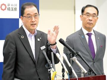 学校再開について発表する高田直芳教育長(左)と大野元裕知事=22日午後、県危機管理防災センター