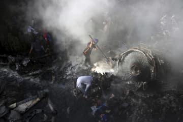 パキスタン航空、再着陸試み墜落