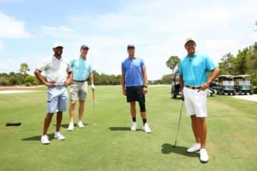 練習ラウンドで顔をそろえた4人。左からタイガー・ウッズとペイトン・マニング組、トム・ブレイディとフィル・ミケルソン組(撮影:GettyImages)