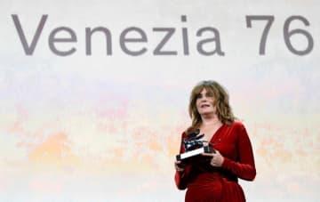 5月24日、今年9月初めに開催予定の第77回ベネチア国際映画祭について、開催地ベネト州のルカ・ザイア知事が予定通り実施すると表明した。写真は昨年の映画祭。2019年9月撮影。 - (2019年 ロイター/Piroschka van de Wouw)