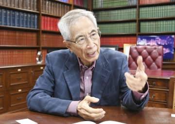 インタビューに応じる李柱銘氏=香港(共同)