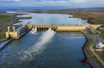 Washington state aims to regulate water temperature at federal dams, wading into controversy