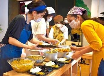 留学生が料理「ネパールの味どうぞ」 売上金を生活費に 那覇のブックカフェ企画