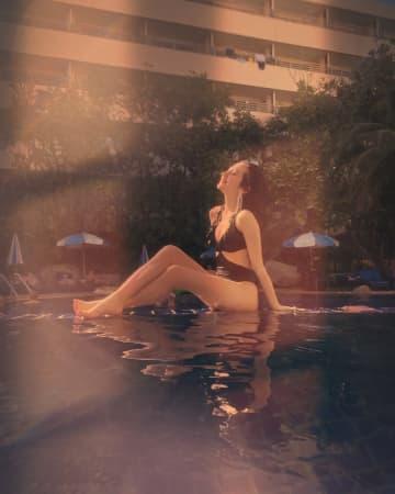 """アゼルバイジャン美女""""正本レイラ""""、プーケットでの水着写真に反響「神々しい」「エモいってこういうことか!」"""