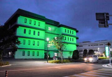 「禁煙デー」緑にライトアップ