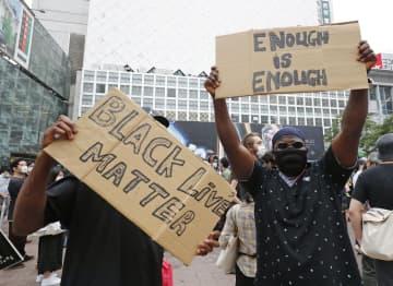 渋谷で「警察は人種差別するな」