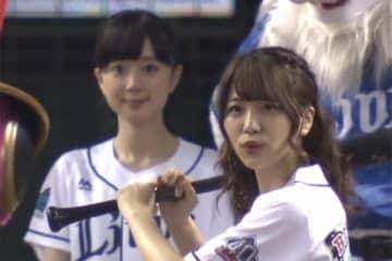 【始球式名場面】萌える一球対決! 笑顔かわいい「バンドリ!」ユニット3人の共演