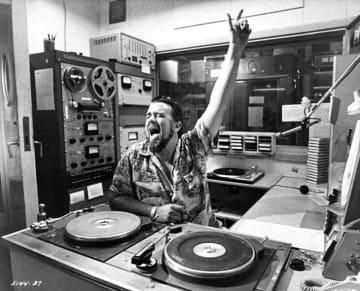 ウルフマン・ジャックと青春のひとコマ、僕らの夏は終わらない 1986年 FENのラジオ番組「ウ...