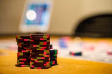 石川県で唯一!ゲームセンター感覚でカジノが楽しめる『金沢ギルド』でポーカー体験