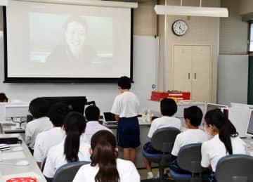 授業も新様式に?会話避けパソコンで意見交換 柏市の中学校で検証