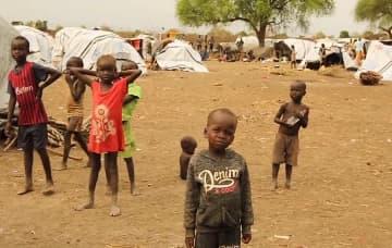 南スーダン・ピボールの避難民キャンプにて、武力衝突から逃れた子どもたち © Gabriele François Casini/MSF